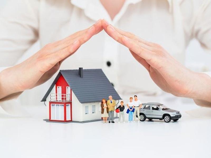 Công ty bảo hiểm cam kết chi trả hoặc bồi thường cho người hưởng bảo hiểm