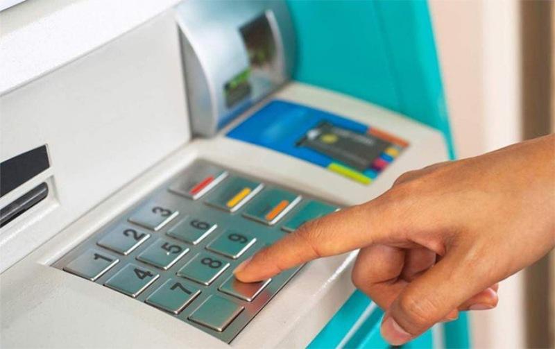 Có nhiều cách để kiểm tra số dư khả dụng trong tài khoản