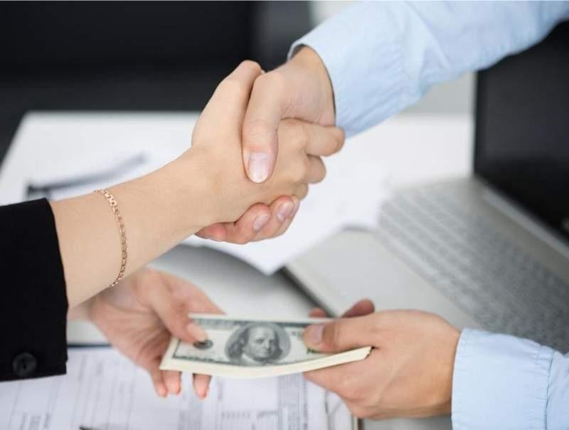 Người thân bị nợ xấu có vay tiền được không?