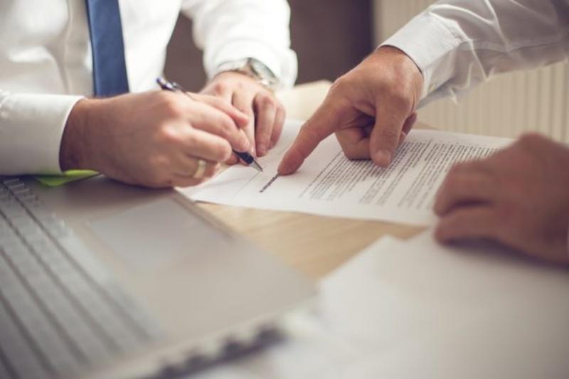 Đọc kỹ và cân nhắc các điều khoản trước khi ký hợp đồng vay
