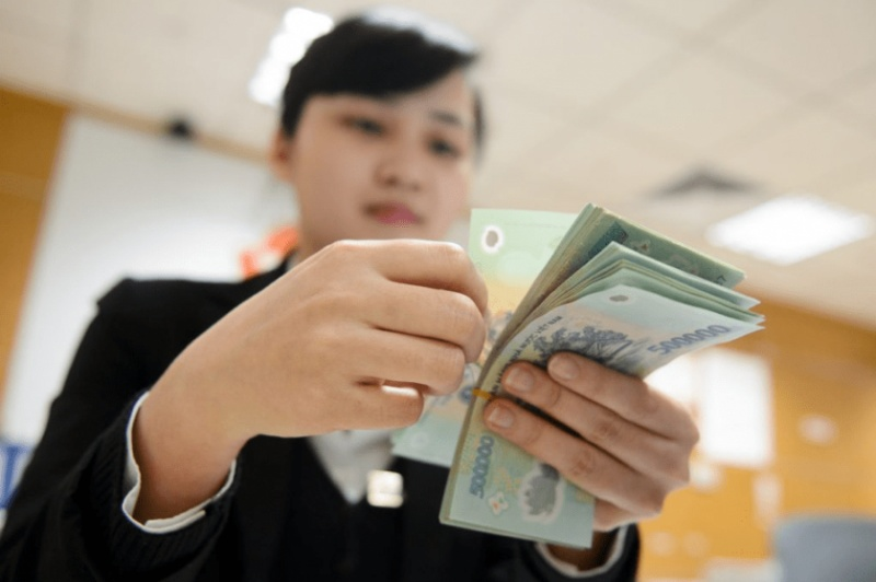 Nhận lương tiền mặt có vay tiền lãi suất thấp không?